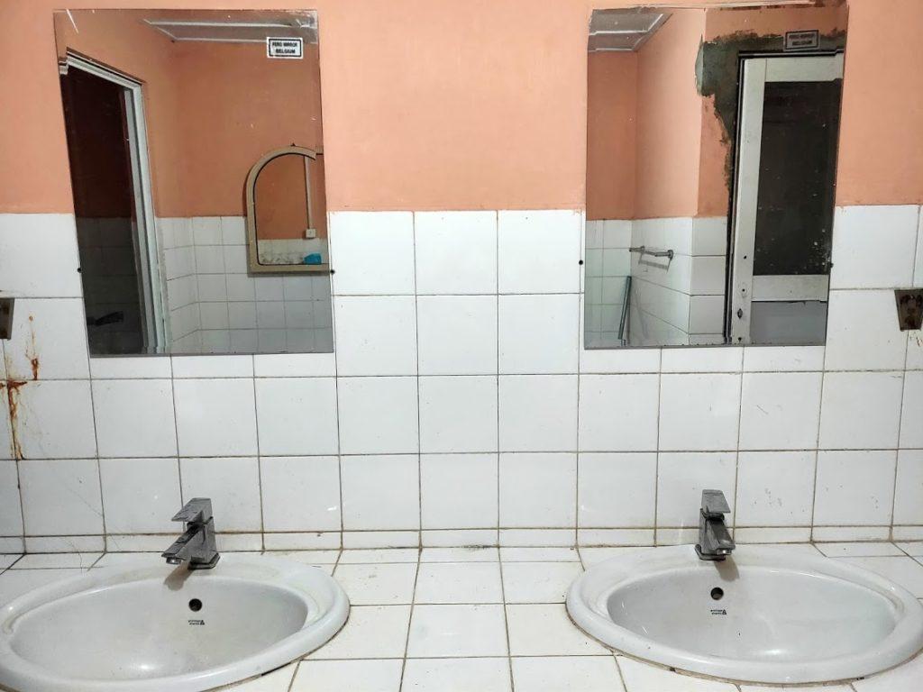 コロンボ駅の外人用トイレの水栓