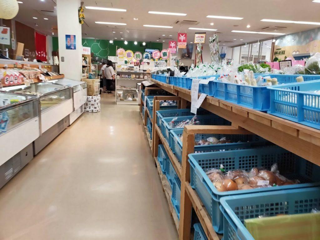 道の駅湖畔の里福富の野菜販売