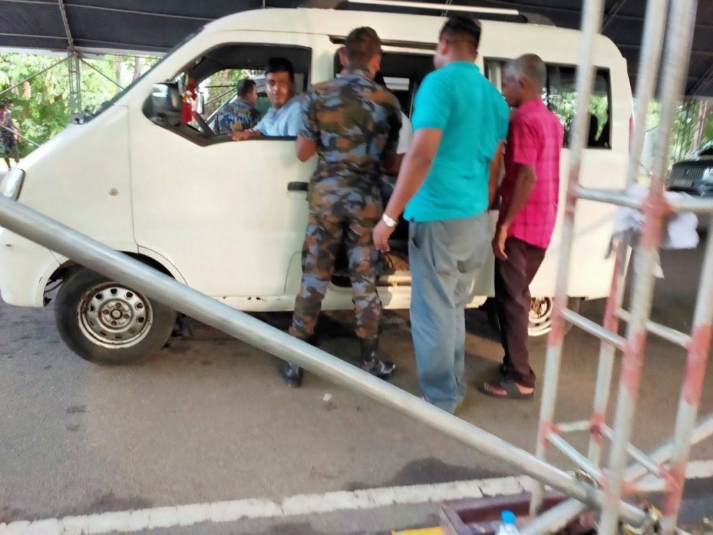 バンダラナイケ国際空港のセキュリティーチェック