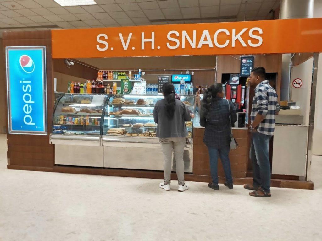 バンダラナイケ国際空港の食べ物の店