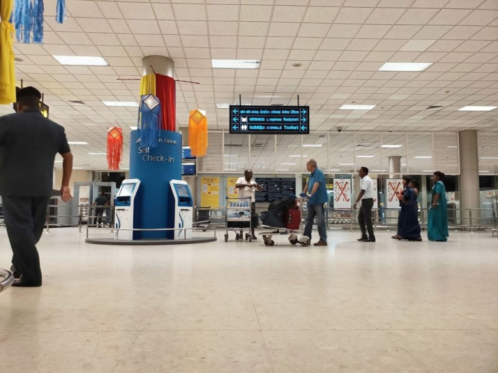 バンダラナイケ国際空港のチェックイン前