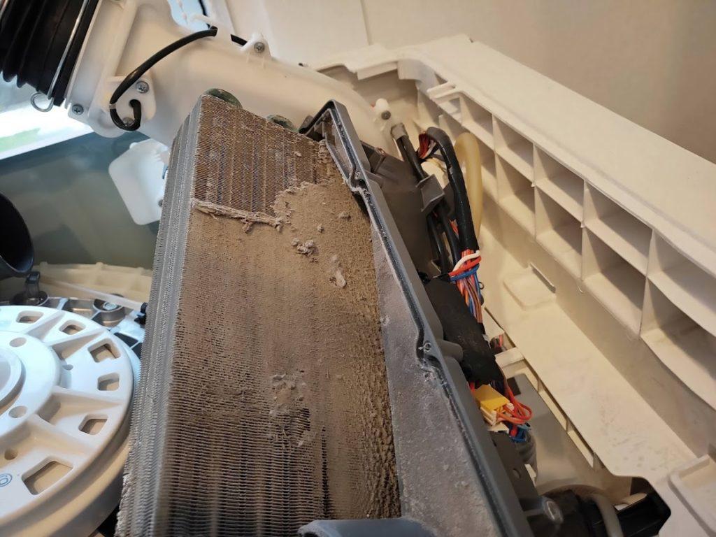 パナソニック洗濯機の冷却装置の汚れ