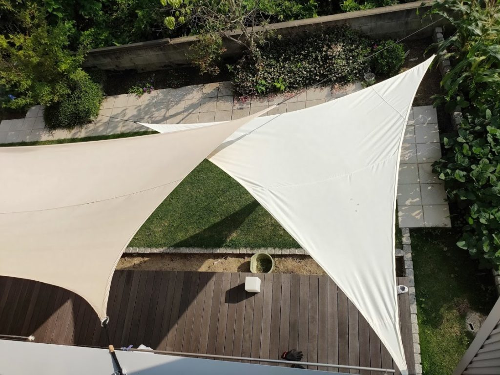 三角と四角のタープを二階から撮影