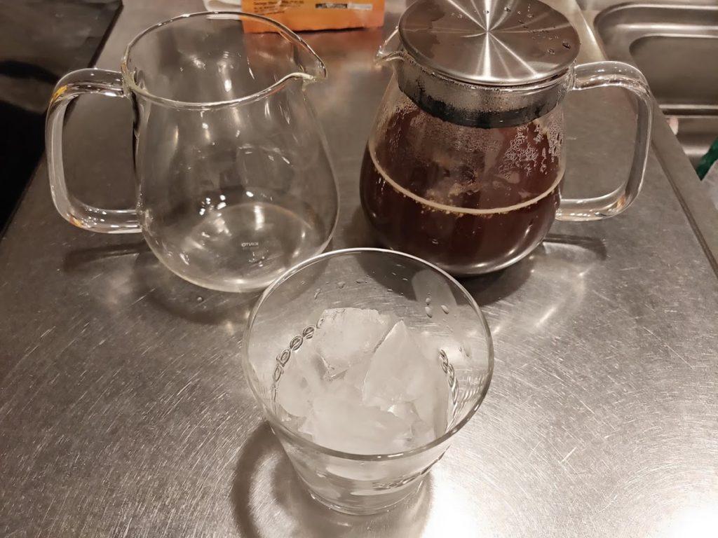 ジョージスチュアートティーのジンジャーティーポットとグラス