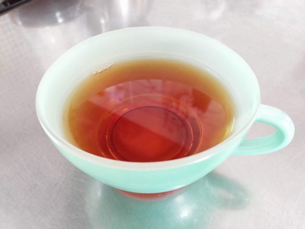 スリランカリプトンセイロンティーのティーカップとお茶1