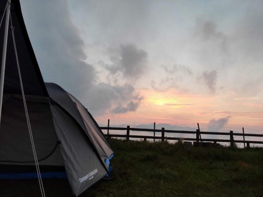 姫鶴平キャンプ場の雲と夕日