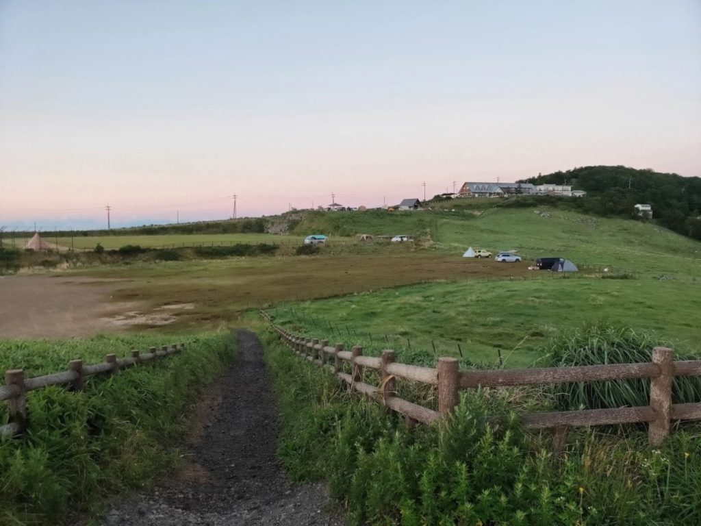 姫鶴平キャンプ場の朝の光景