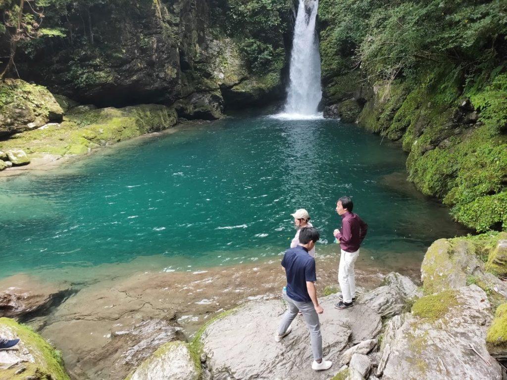 にこ淵の滝と仁淀ブルー