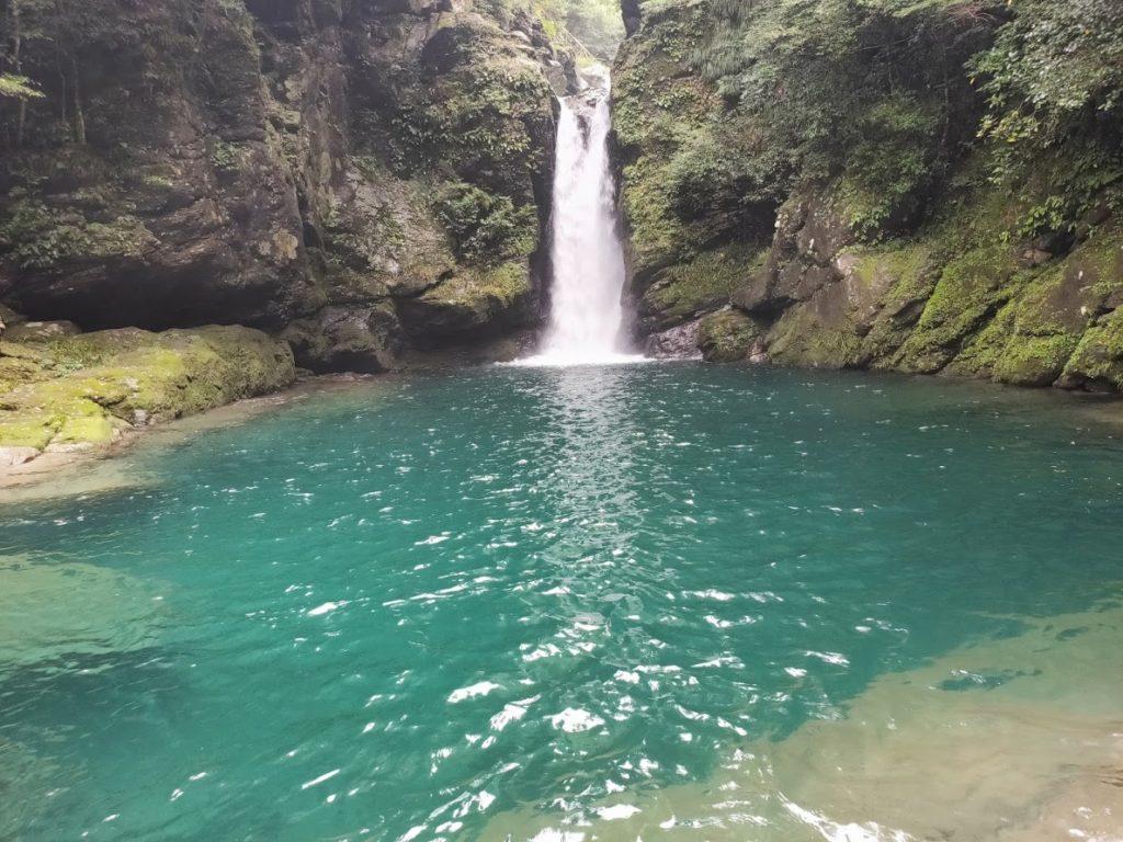 にこ淵の滝に近い景色