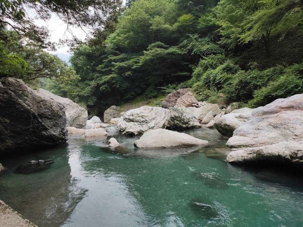 中津渓谷の美しい川