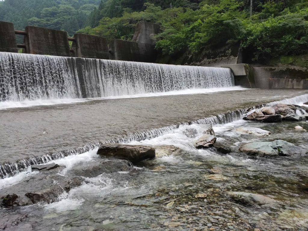 夢の森公園キャンプ場での滝