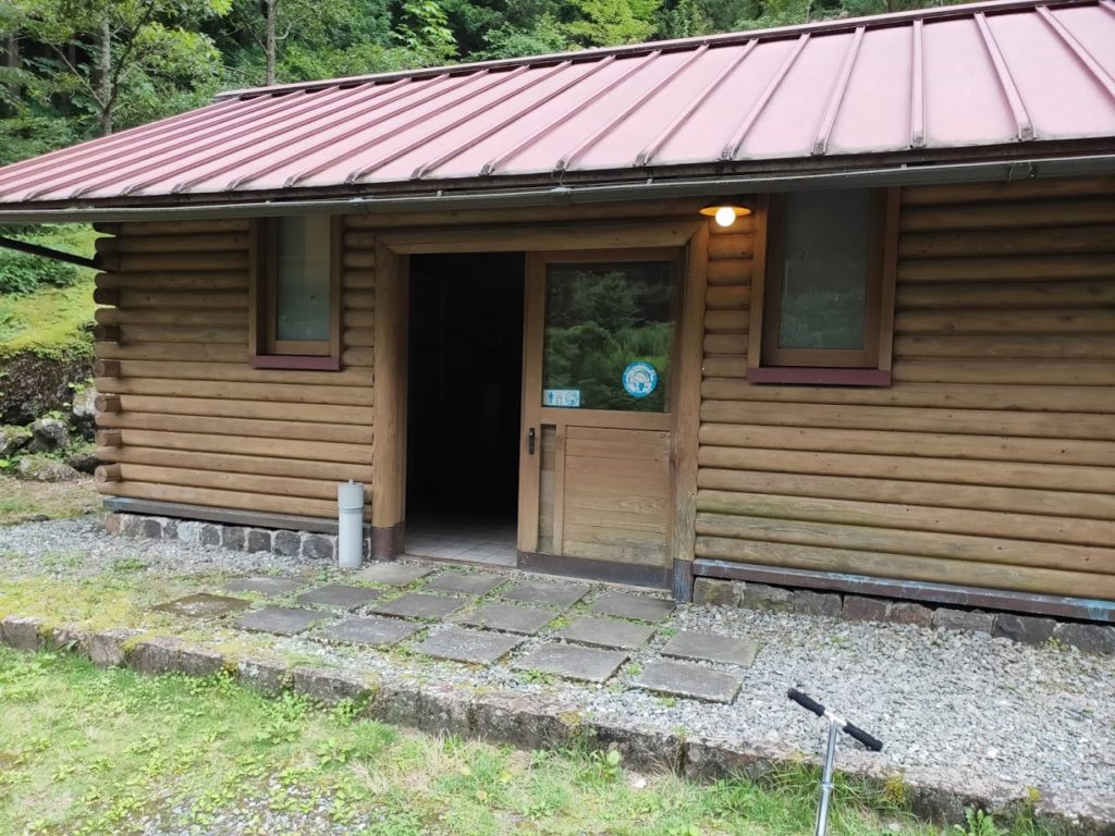 夢の森公園キャンプ場のトイレの建物