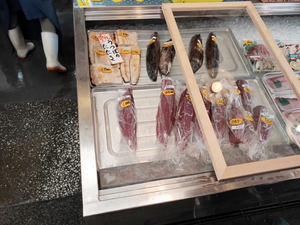 久礼大正町市場の田中鮮魚店の魚