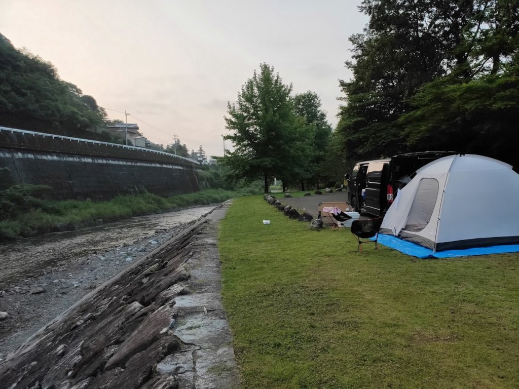 かわうそ自然公園でのテント設営