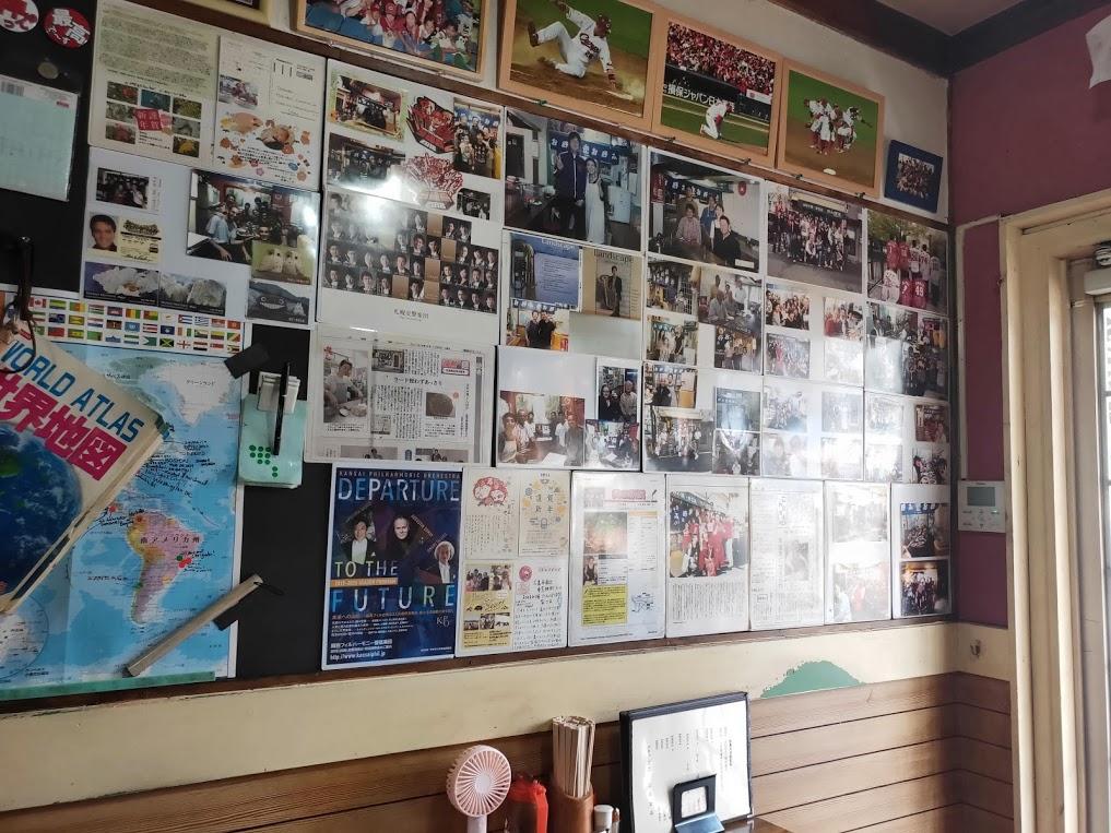 お好み焼きたんぽぽの店内の写真とサイン