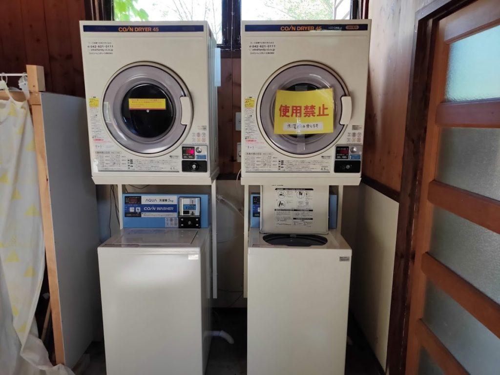 九重グリーンパーク泉水キャンプ村の風呂場の洗濯機