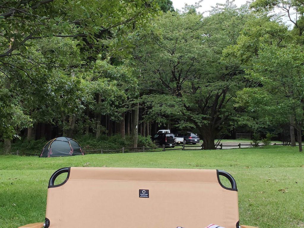 鍋の平キャンプ場での椅子とサイト