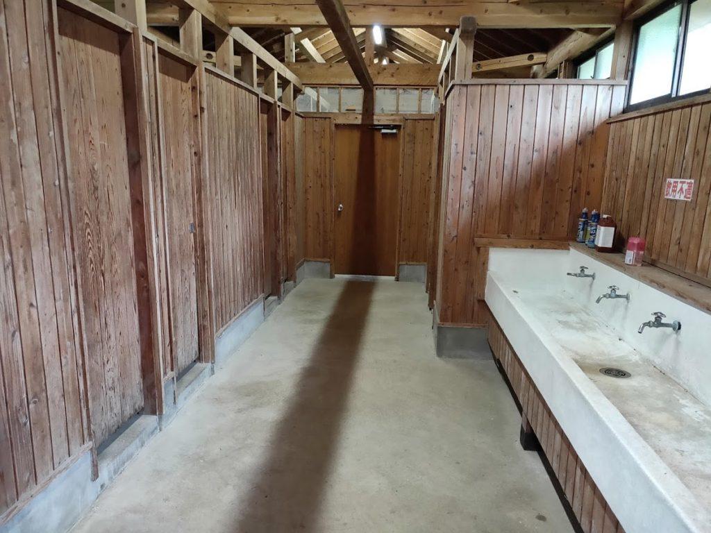 鍋の平キャンプ場のトイレの中