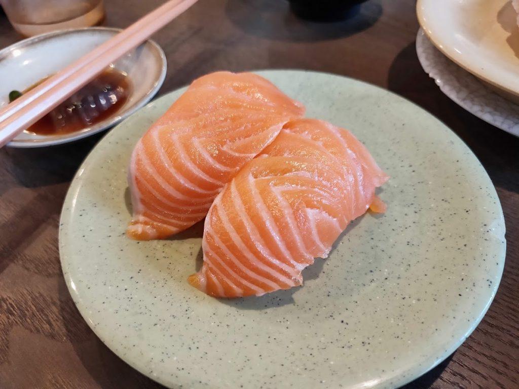 亀正くるくる寿司のサーモン