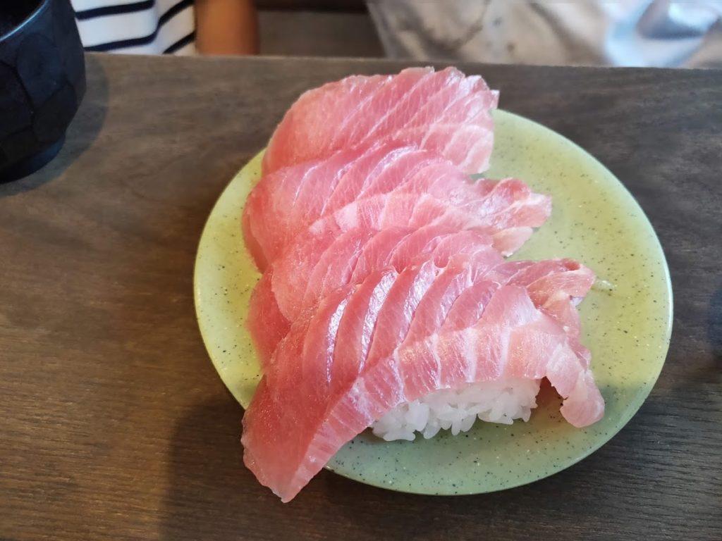 亀正くるくる寿司のまぐろ