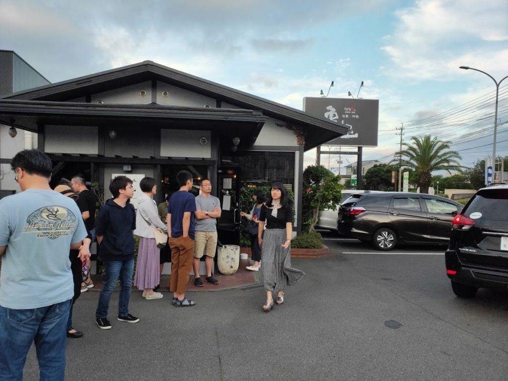 亀正くるくる寿司の店外