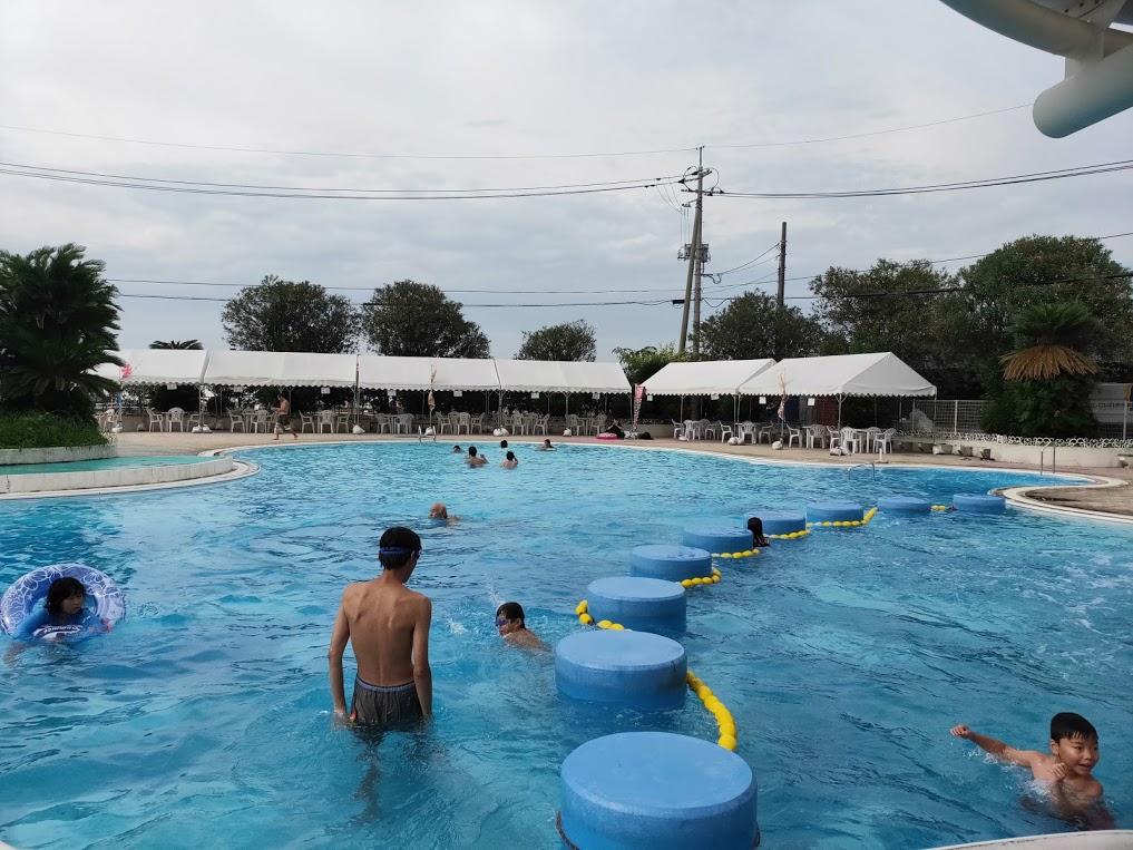因島アメニティープールの大人用プール