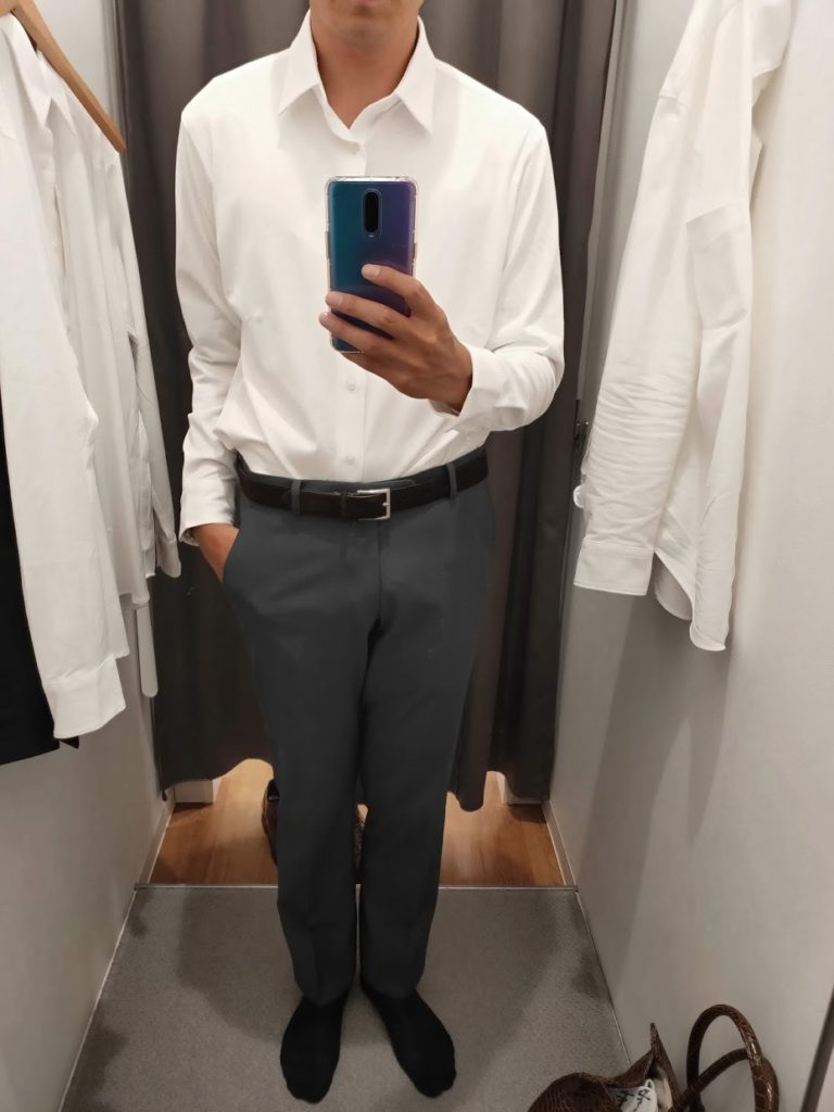 ユニクロイージーケアジャージシャツの白サイズM前