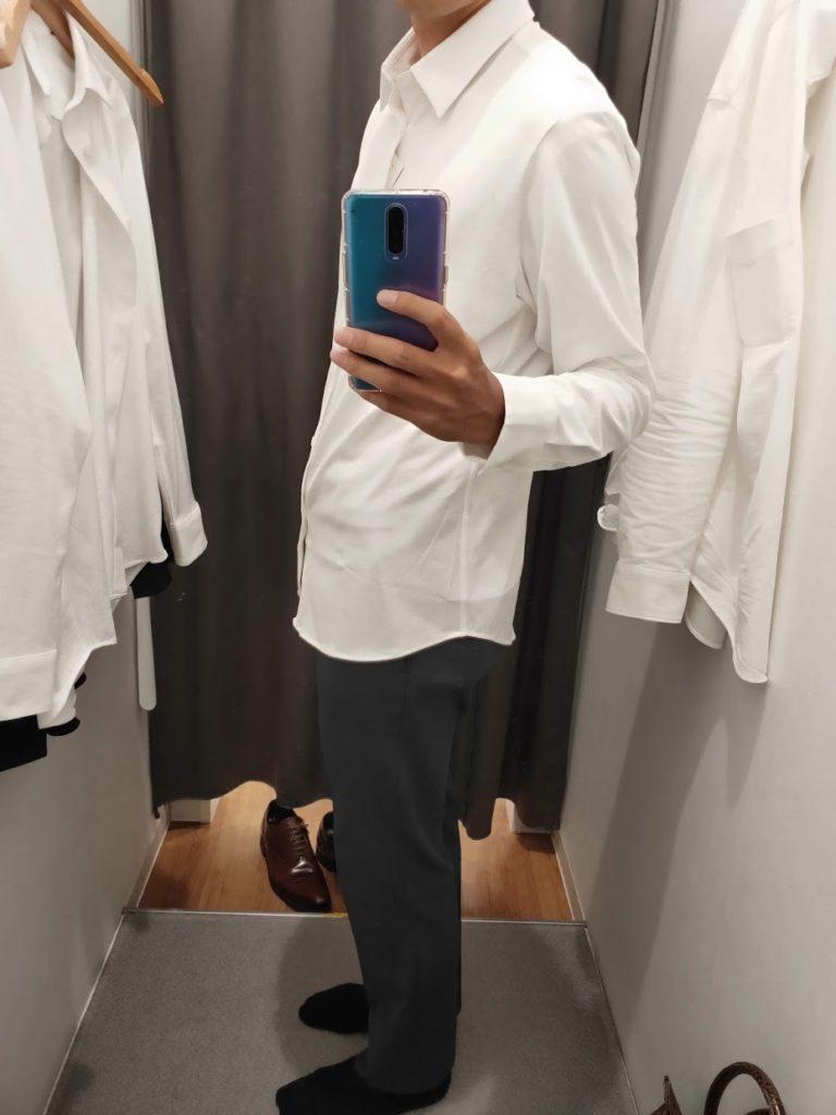 ユニクロイージーケアジャージシャツの白サイズL外だし左