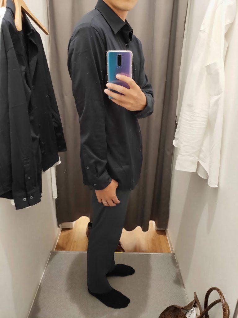 ユニクロイージーケアジャージシャツのネイビーサイズM外だし右