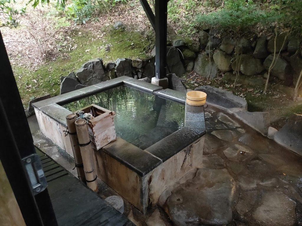 四季の里はなむら部屋の露天風呂
