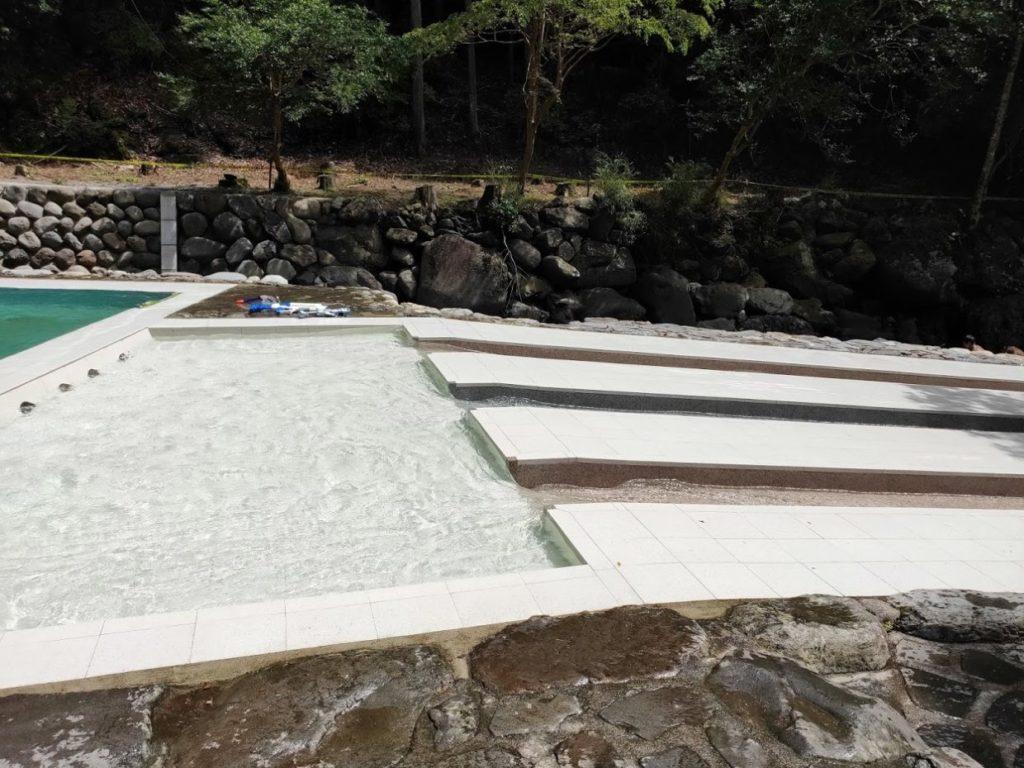 日田市小野川自然プールのウォータースライダー