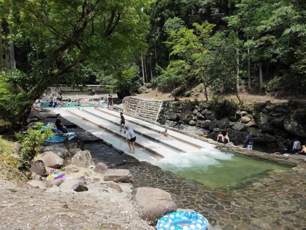 日田市小野川自然プールの滑り台の下から1