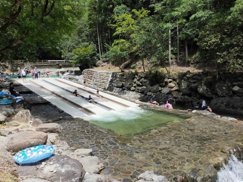 日田市小野川自然プールの滑り台の下から2