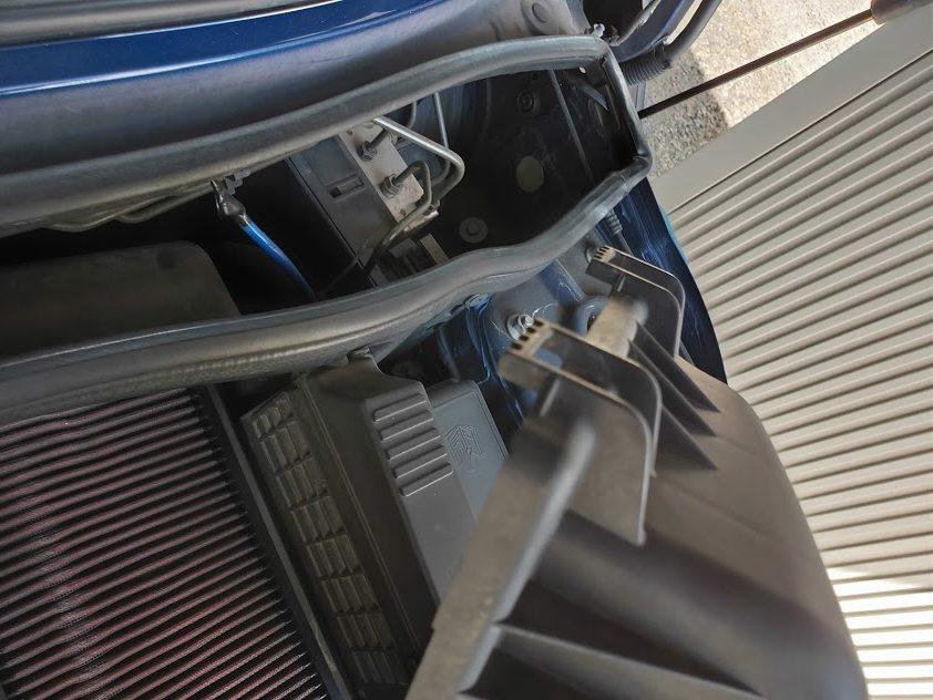 ミニクーパーSエアクリーナーボックスのフック
