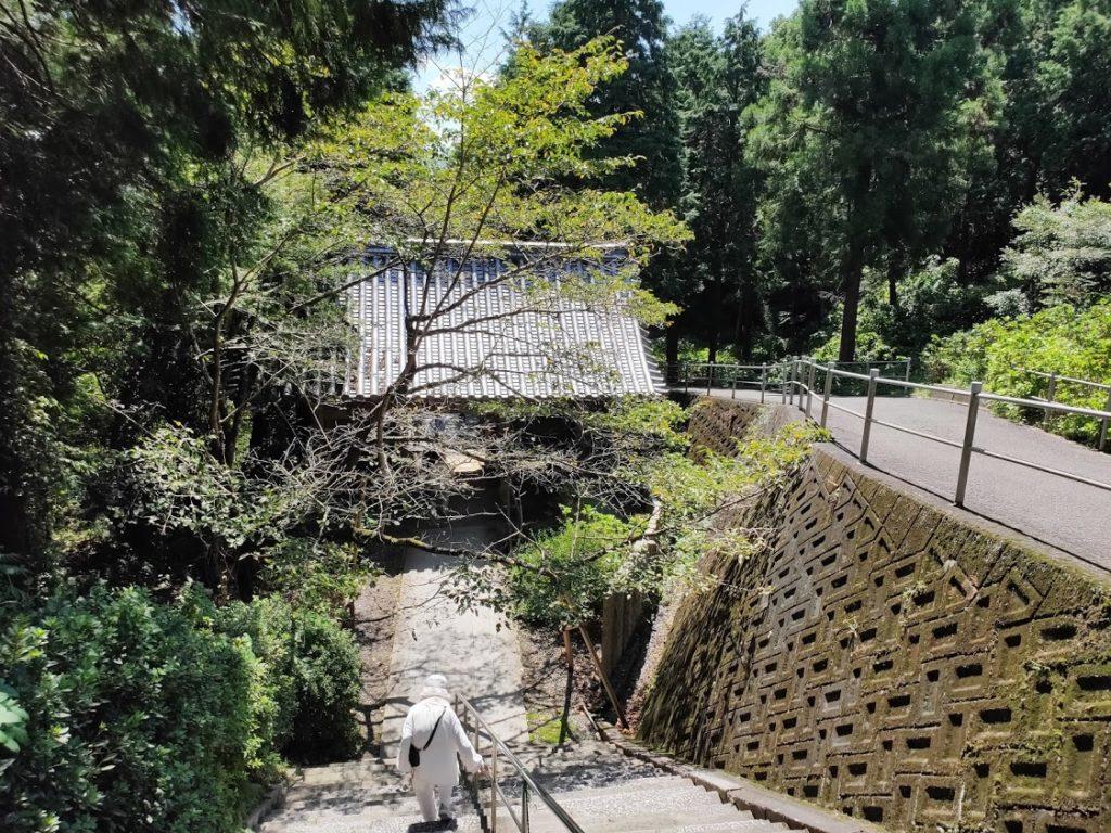 8番熊谷寺の降りる階段
