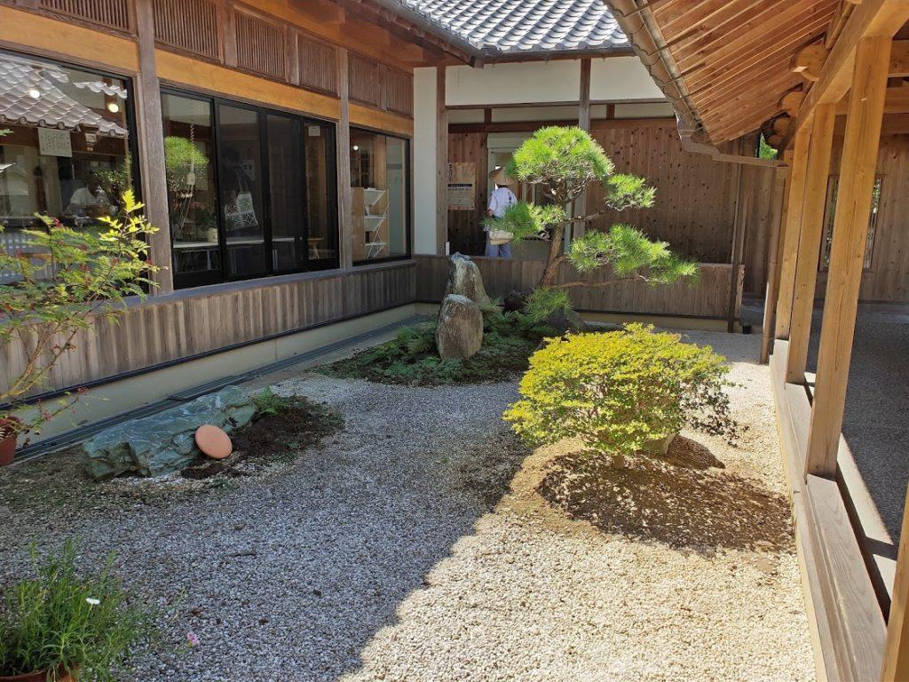9番法輪寺の中庭