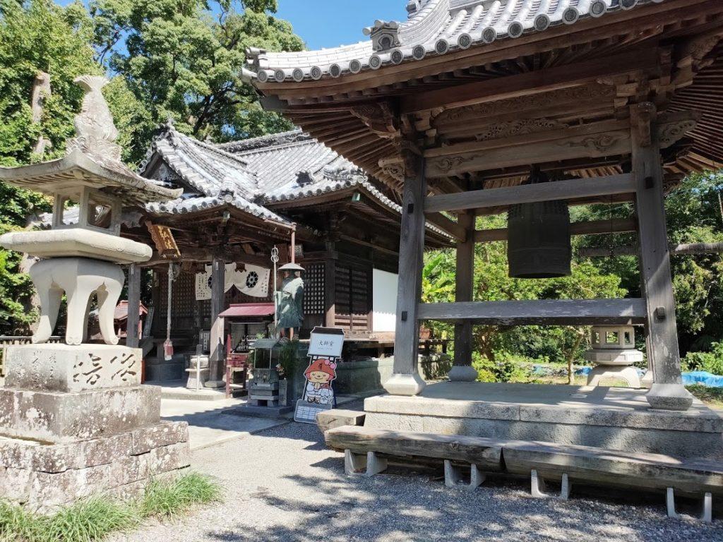 10番切幡寺の鐘と大師堂