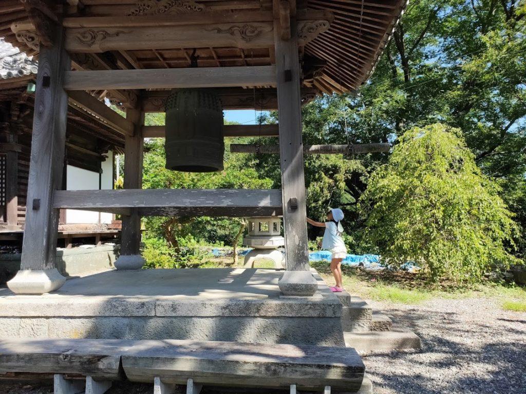 10番切幡寺の鐘と子ども