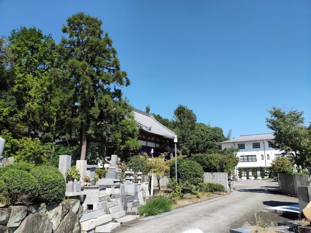 7番十楽寺のお寺の外側