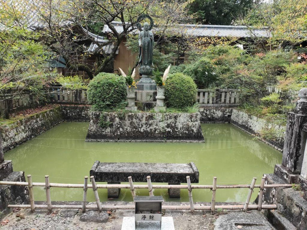 67番大興寺の地蔵と池
