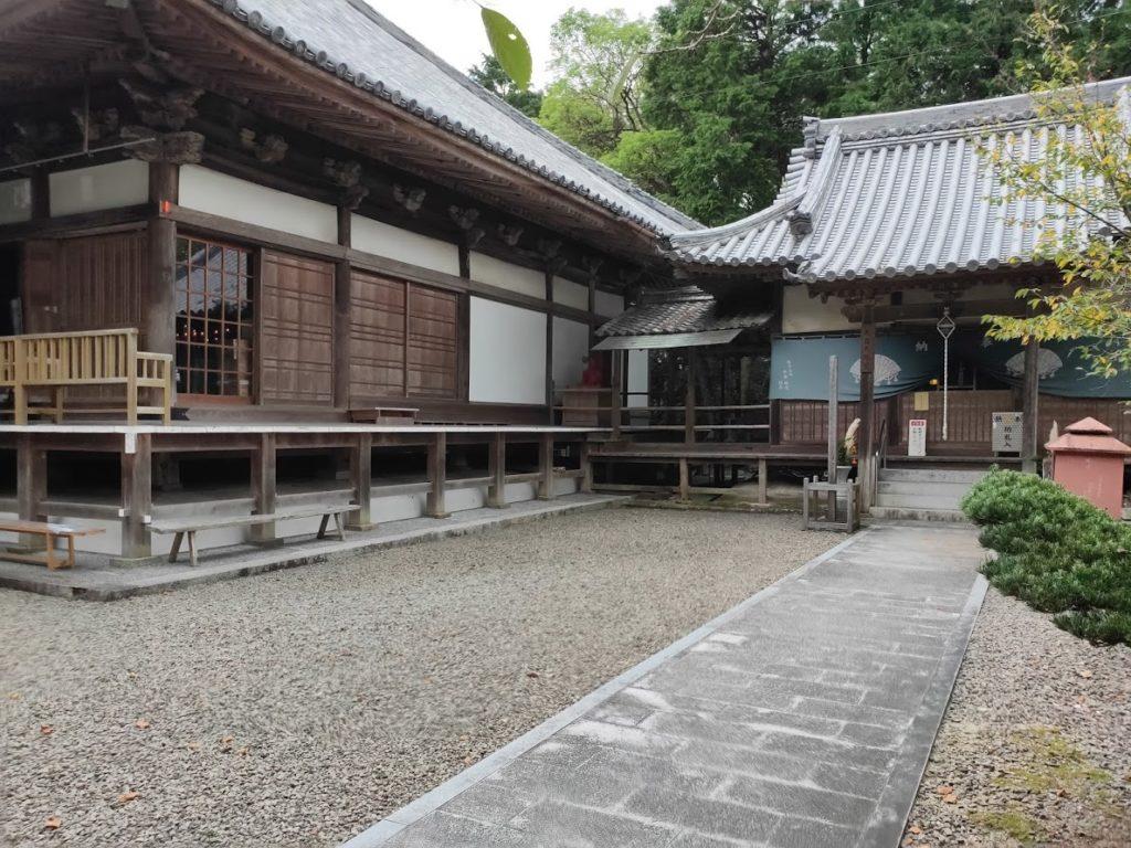 67番大興寺の本堂横の寺