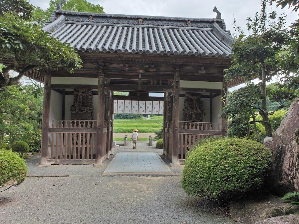 67番大興寺の門