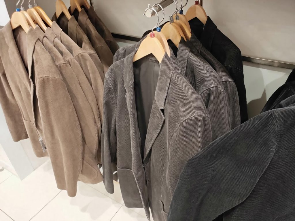 ユニクロUコーデュロイジャケットの店舗の商品