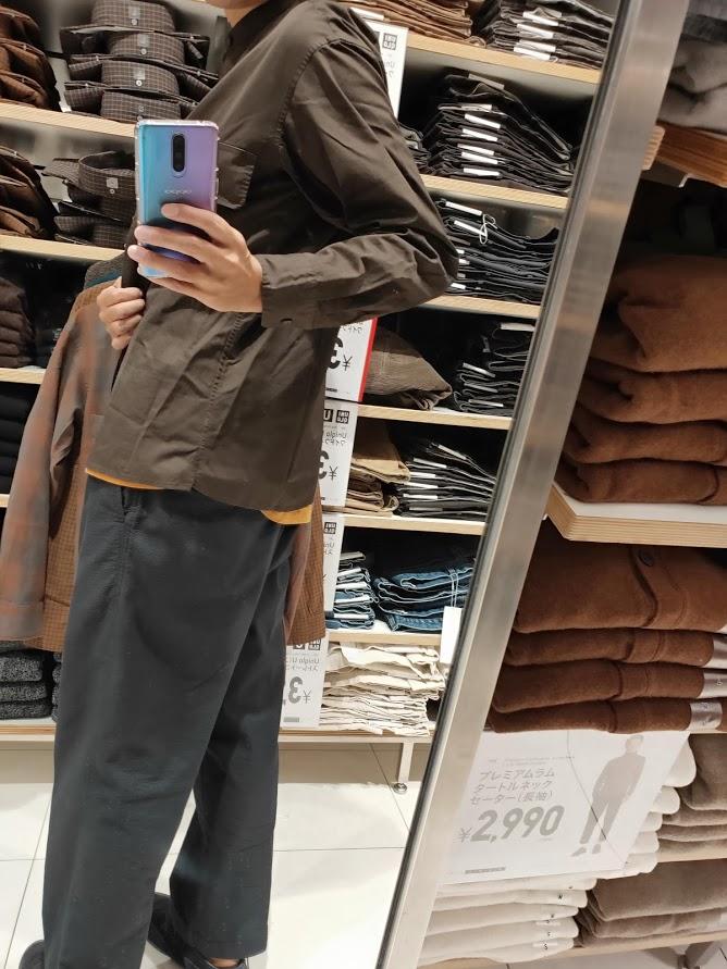 ユニクロUワイドフィットスタンドカラーシャツのダークブラウンM後ろ