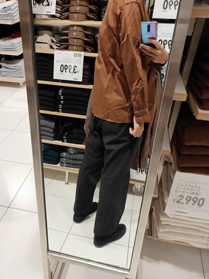 ユニクロUワイドフィットスタンドカラーシャツのブラウンL後ろ