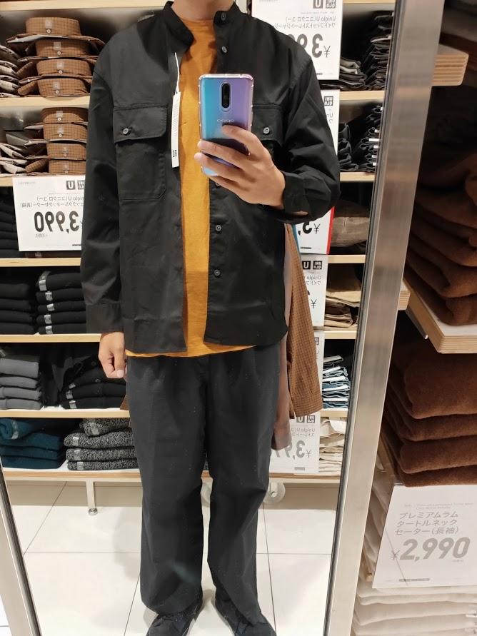 ユニクロUワイドフィットスタンドカラーシャツのブラックM前