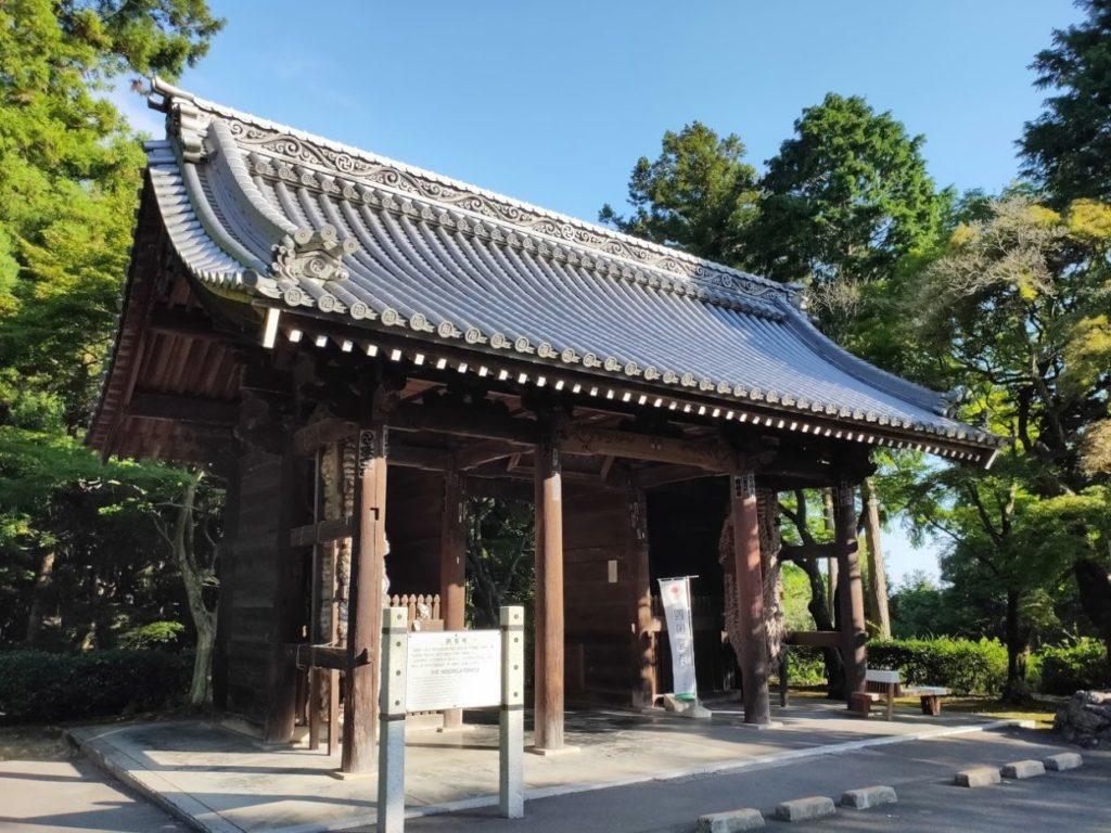 82番根香寺の門
