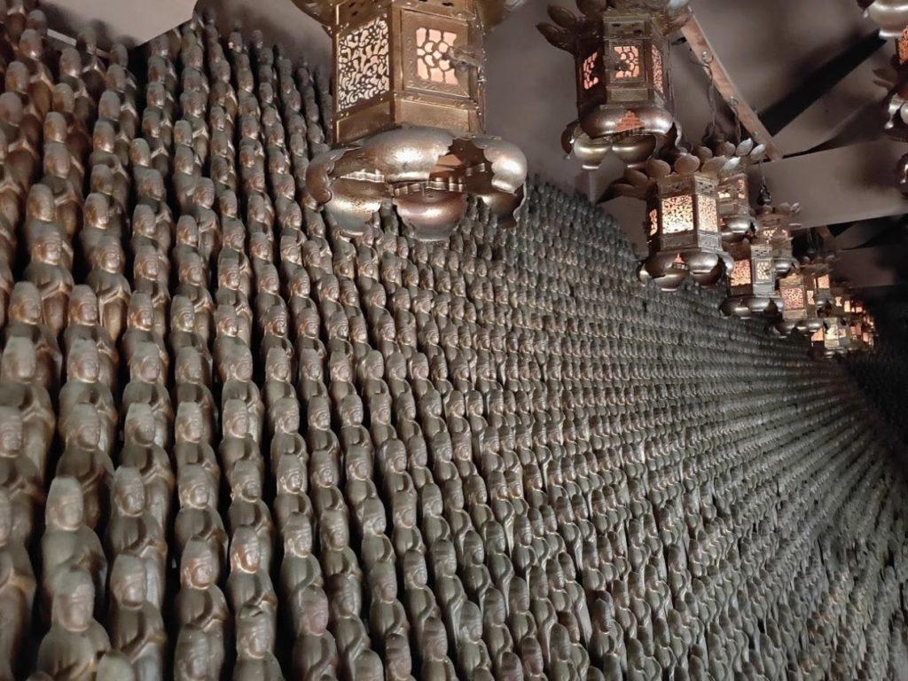 82番根香寺のたくさんの仏像