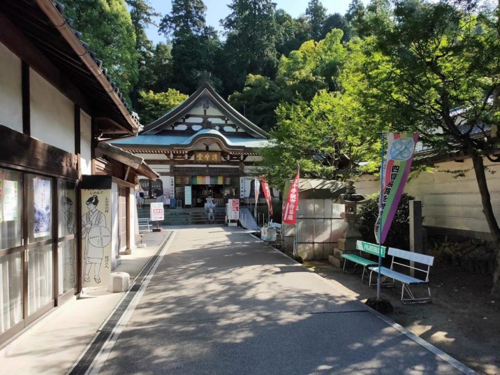 81番白峯寺の本堂への道