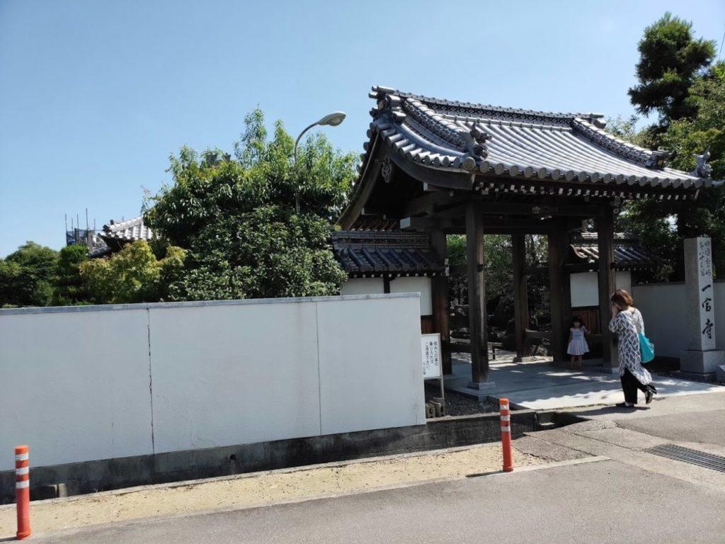83番一宮寺の門